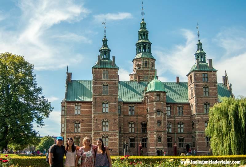 En familia por los jardines de Rosenborg