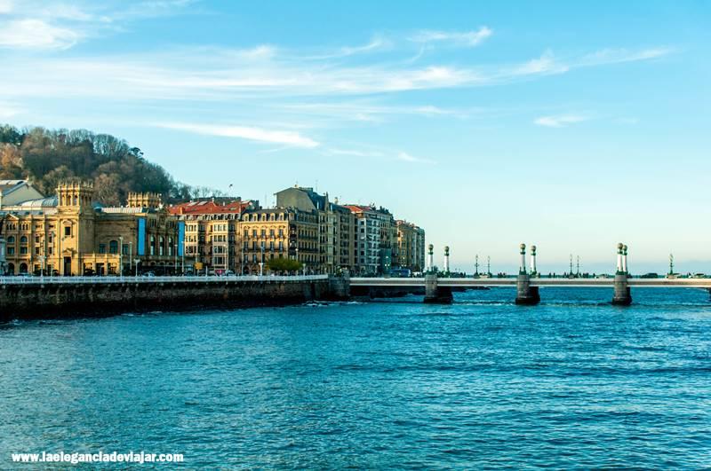 Vistas al puente Zurriola y a San Sebastián