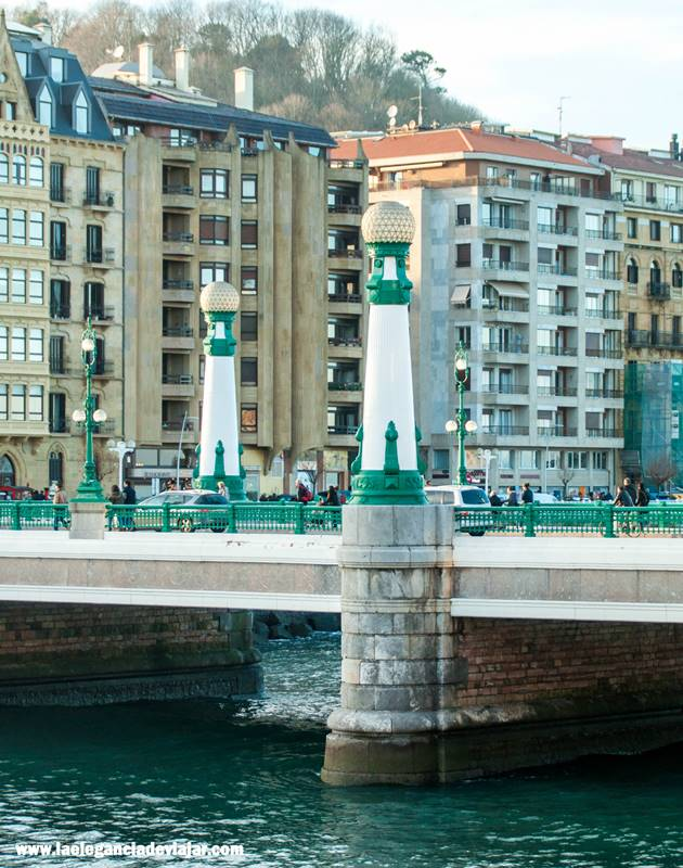 Farolas del puente Zurriola