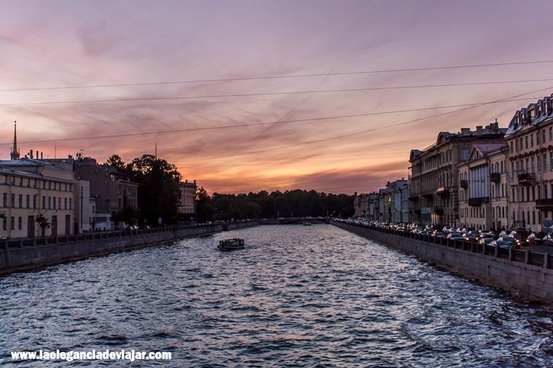 Anochece en San Petersburgo