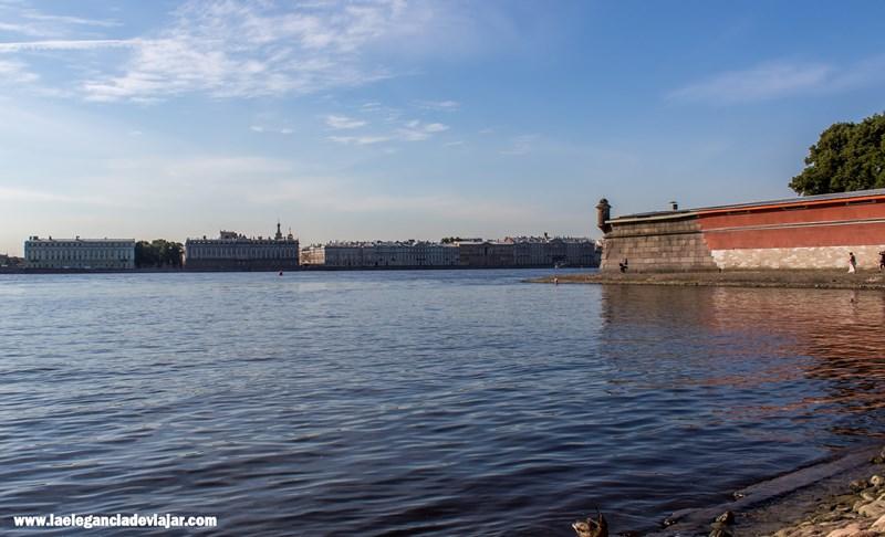 Vistas a San Petersburgo desde la playa