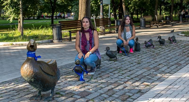 Escultura del cuento Make way for ducklings