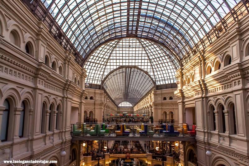 Interior de las Galerías GUM