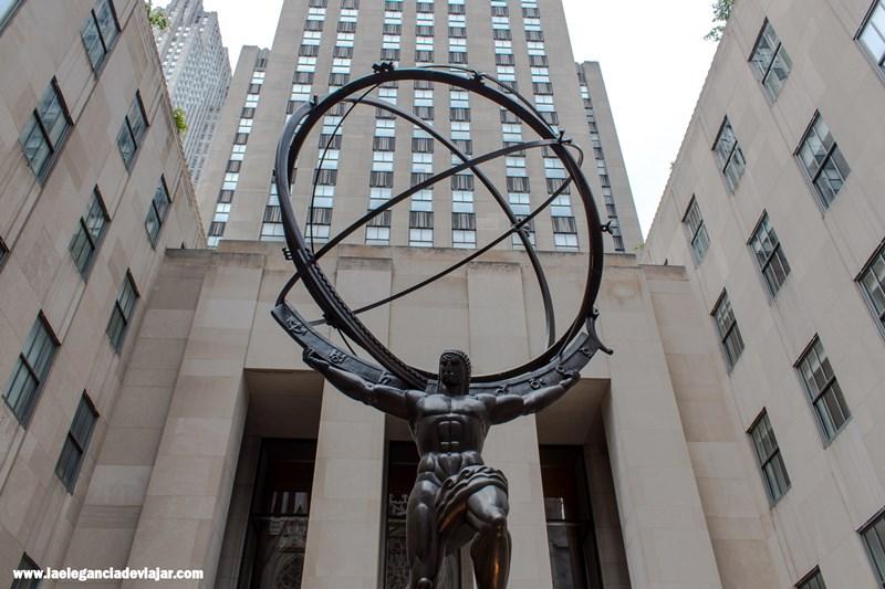 Atlas sosteniendo el universo.