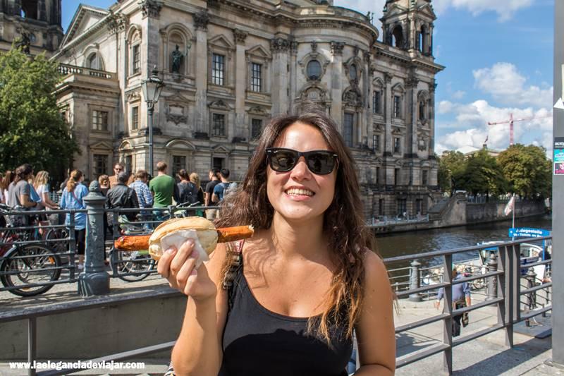 Laura disfrutando de su Frankfurt