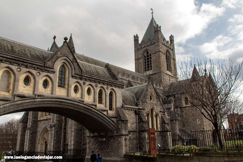 Puente entre Christ Church y Dubliners