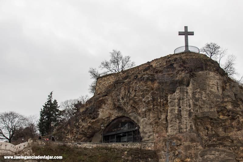 Iglesia en la cueva