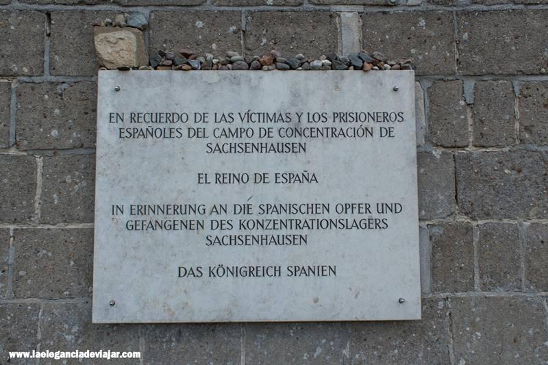 Placa dedicada a los prisioneros españoles
