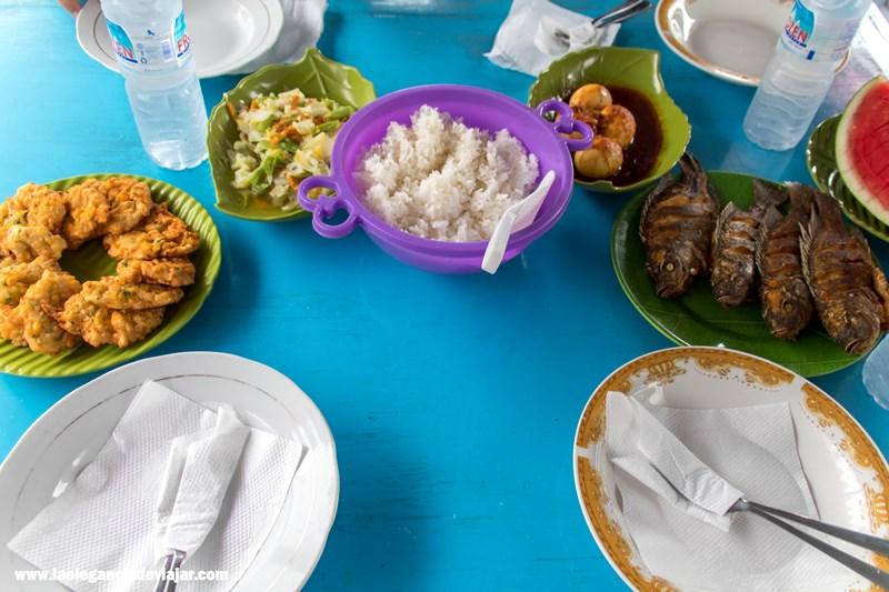 Comida en el klotok