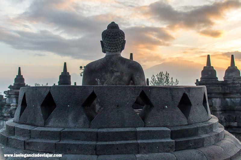 Buda dentro de las estupas