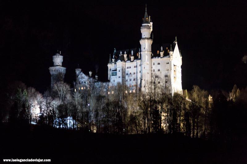 Castillo de Neuschwanstein por la noche
