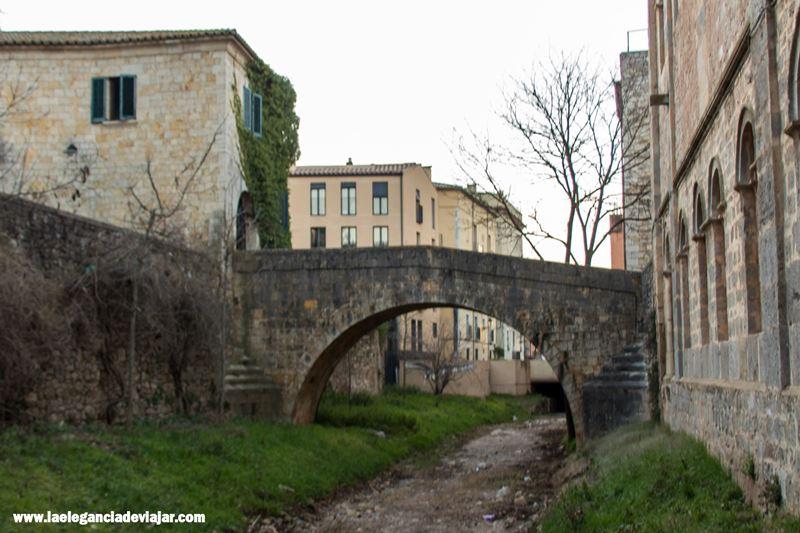 Puente a la salida de la Plaça dels Jurats