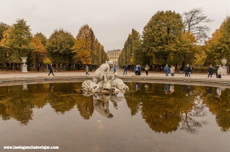 Palacio de Schönbrunn en otoño