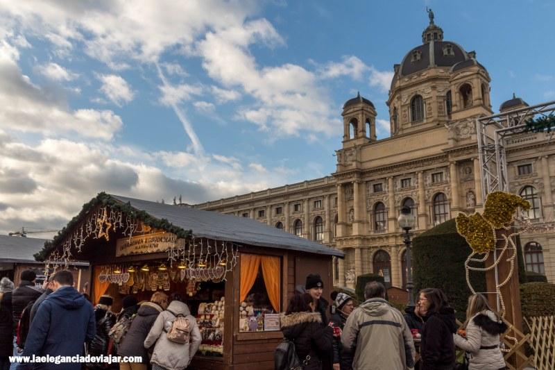 Mercado de navidad en Maria-Theresien-Platz en Viena