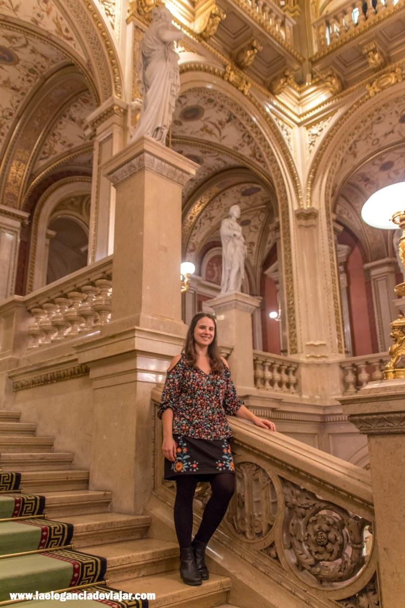 Escalera principal de la Ópera de Viena