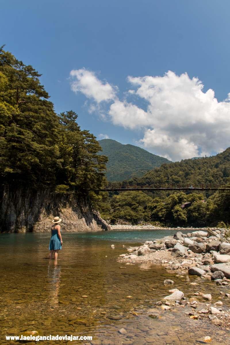Río en Shirakawa-go