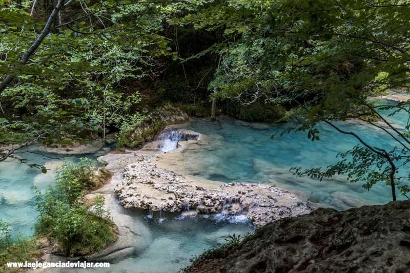 Agua turquesa en el Nacedero del Urederra