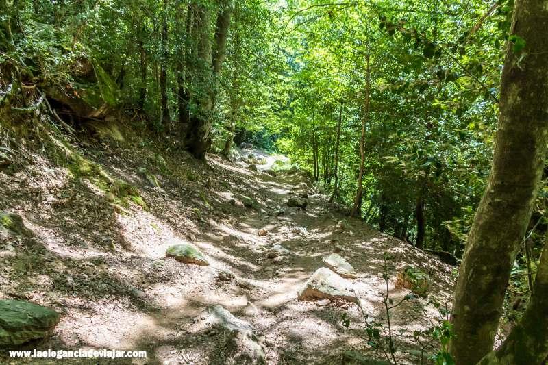 Bajada por el sendero de la ermita