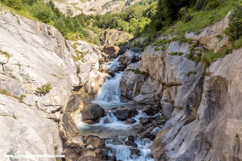 Cascada en el camino a los llanos La Larri