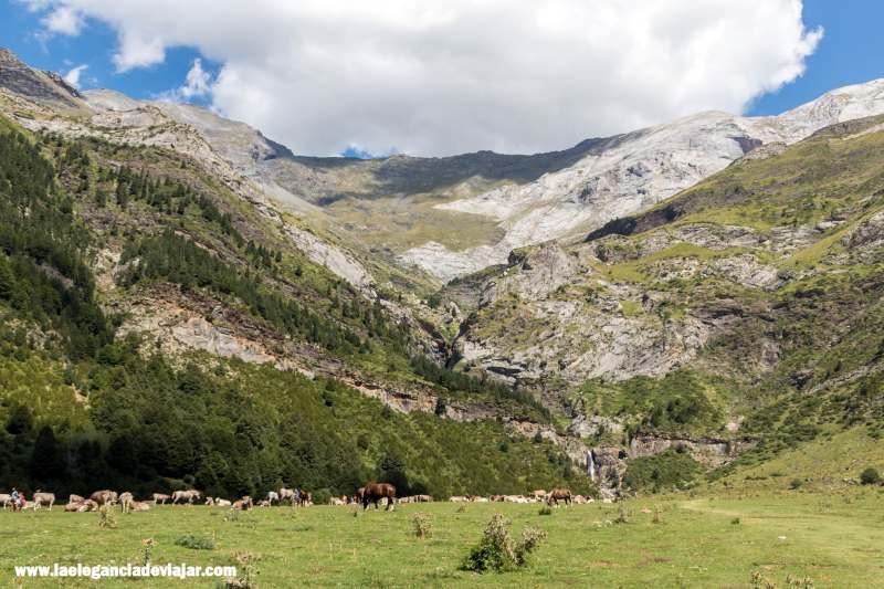 De camino a la Cascada La Larri