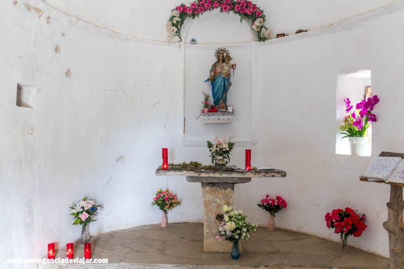 Interior de la Ermita de la Virgen de Fajanillas