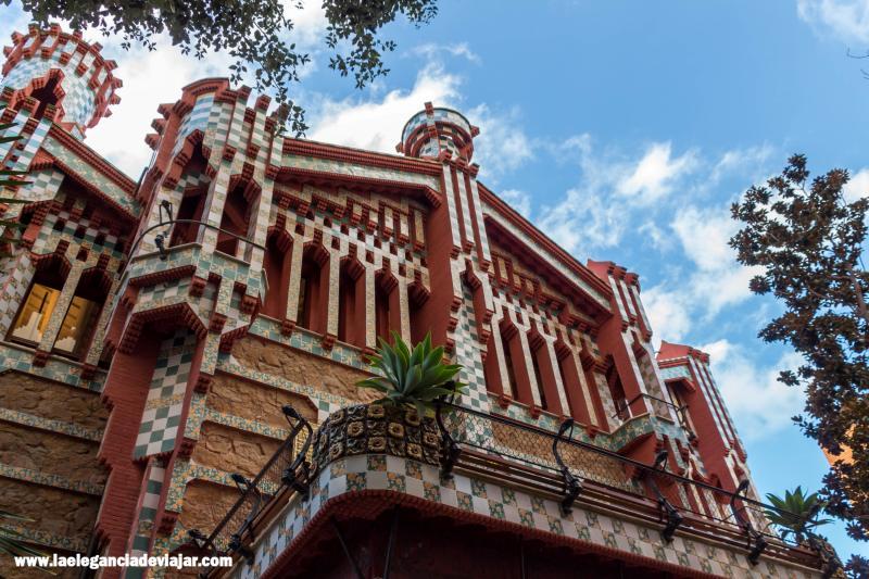 Fachada principal de la Casa Vicens