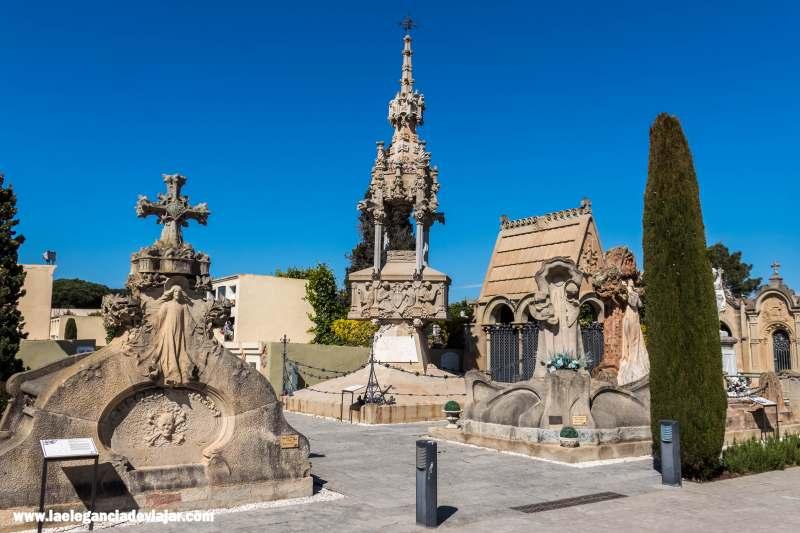 Tumbas en el Cementerio Modernista de Lloret de Mar